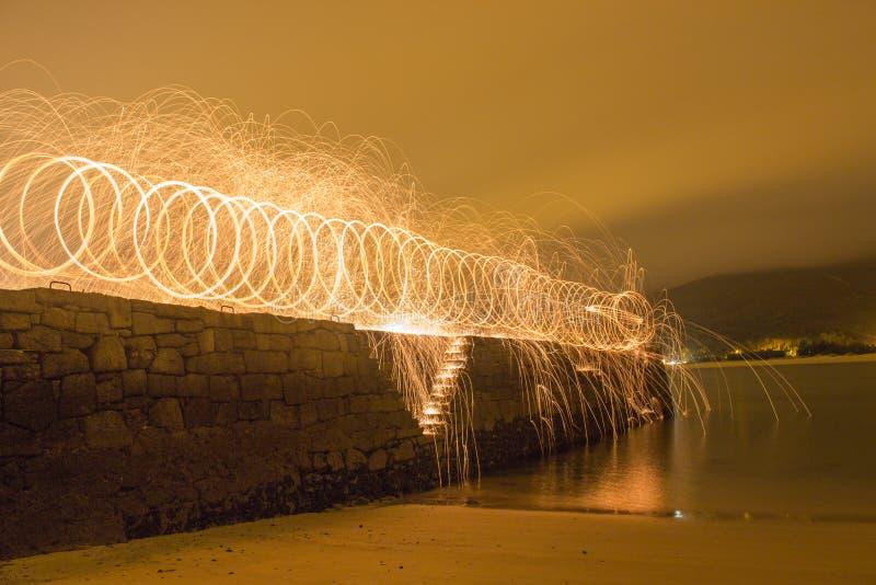 Traces de lumière la nuit image stock