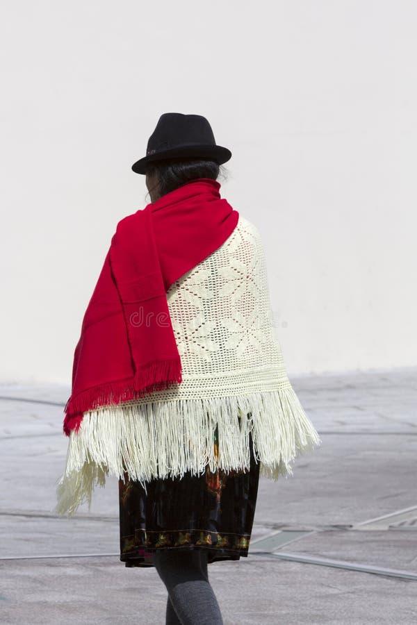 Trachtenkleid und einheimischer Lebensstil in Quito, Ecuador lizenzfreies stockbild