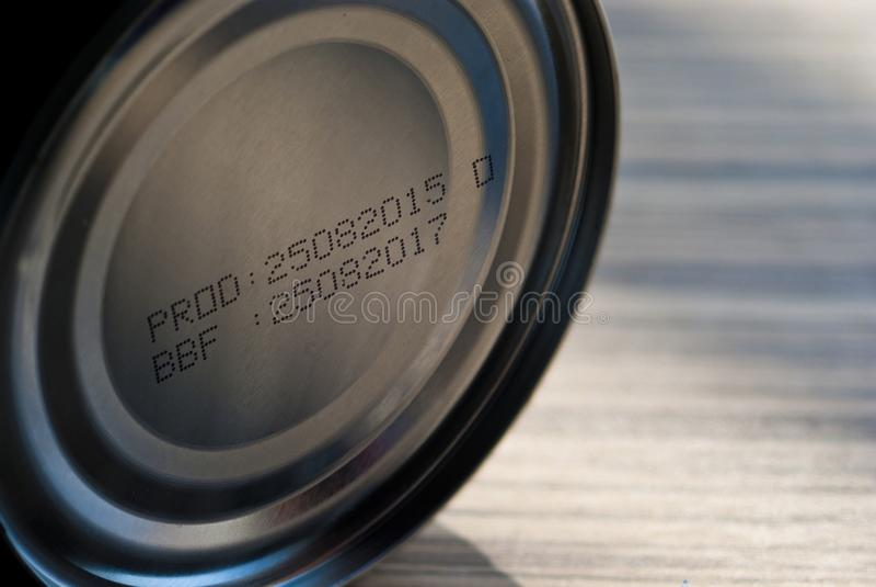 Traci ważność datę na dnie konserwować jedzenie zdjęcie stock