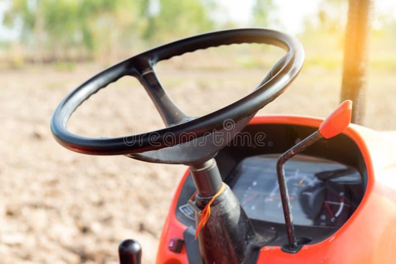 Tracteur agricole de volant image stock