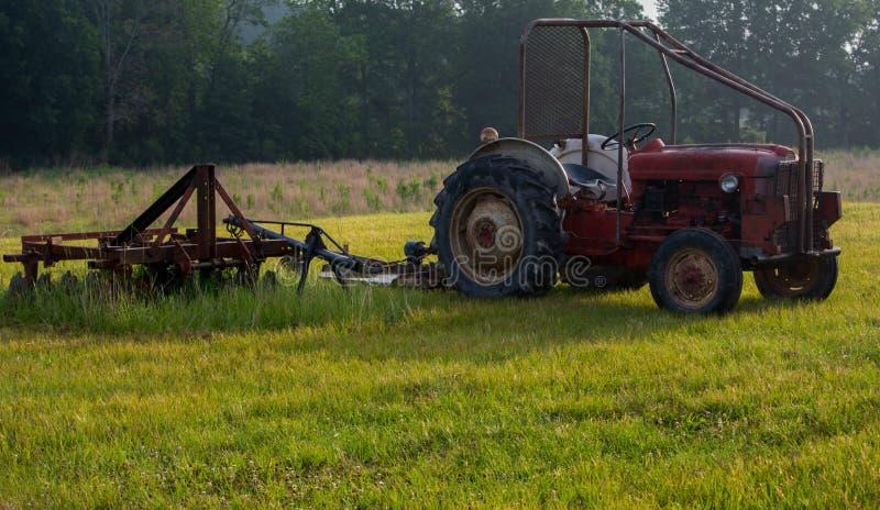 Tracteur antique images stock