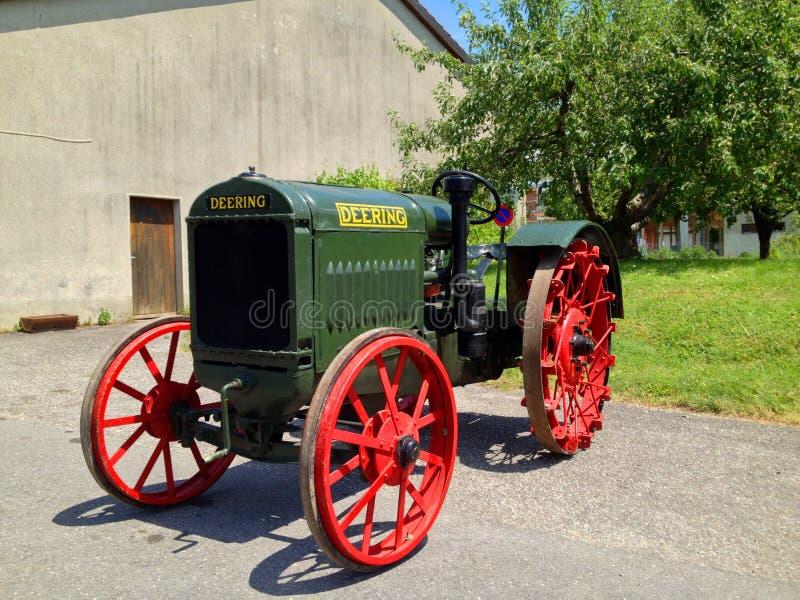 Tracteur antique de McCormack Deering photographie stock libre de droits