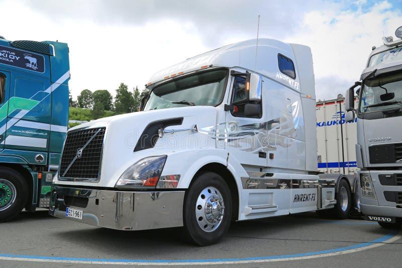 Tracteur blanc de camion de Volvo VNL photos libres de droits