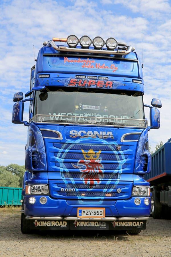 Tracteur bleu de camion de Scania R620 V8 images libres de droits