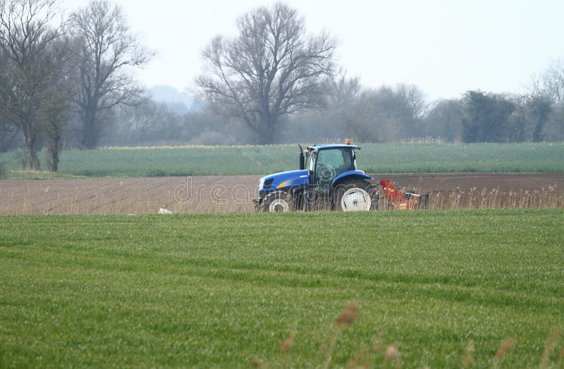 Tracteur bleu simple photo libre de droits