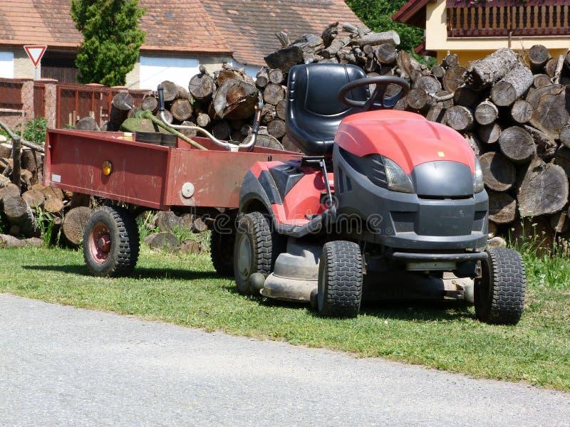 Tracteur de pelouse images libres de droits