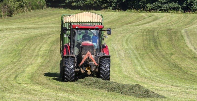 Download Tracteur De Récolte De Foin Image stock - Image du moisson, horizontal: 76083005
