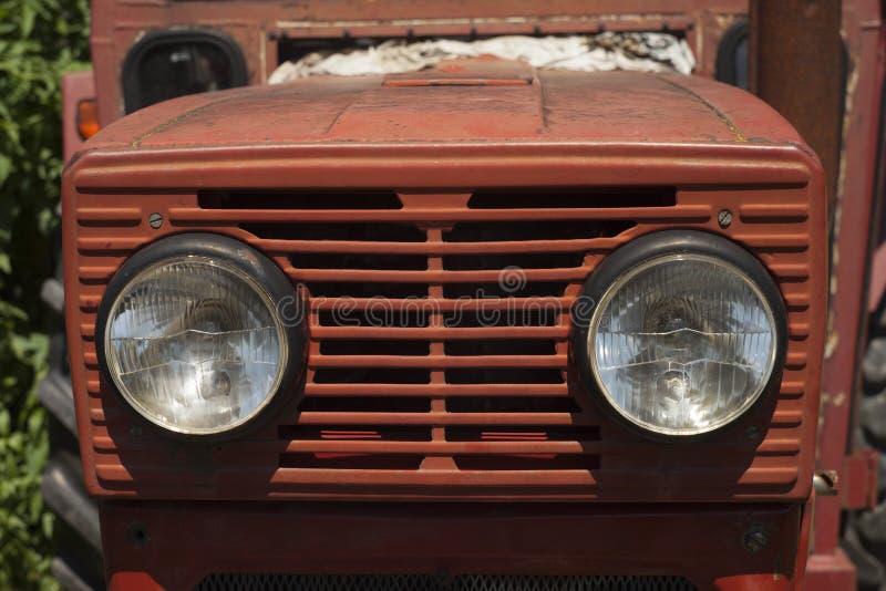 Tracteur de rouge de vintage photographie stock libre de droits