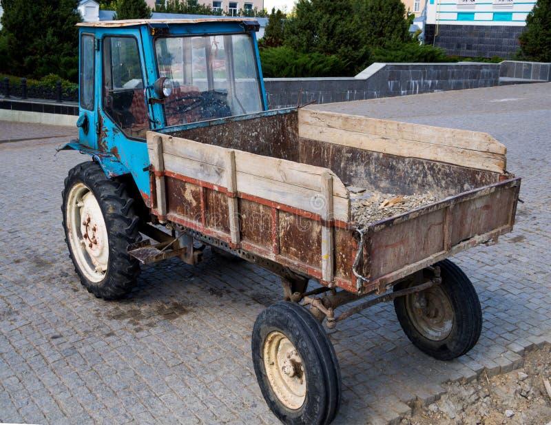 Tracteur de XTZ T-16 construit par l'usine de Kharkov du ch?ssis autopropuls? de tracteur photo libre de droits