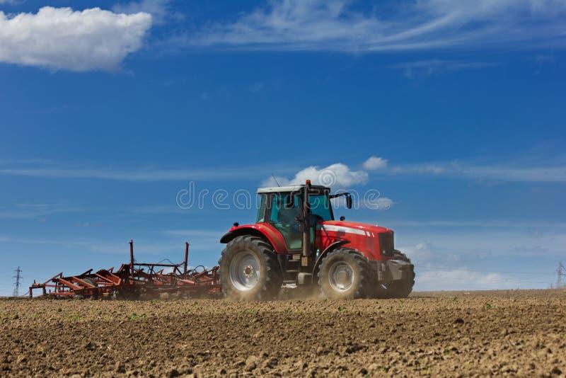 Tracteur et charrue photos libres de droits
