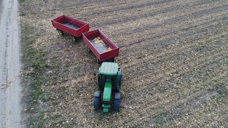 Tracteur et remorques photographie stock libre de droits