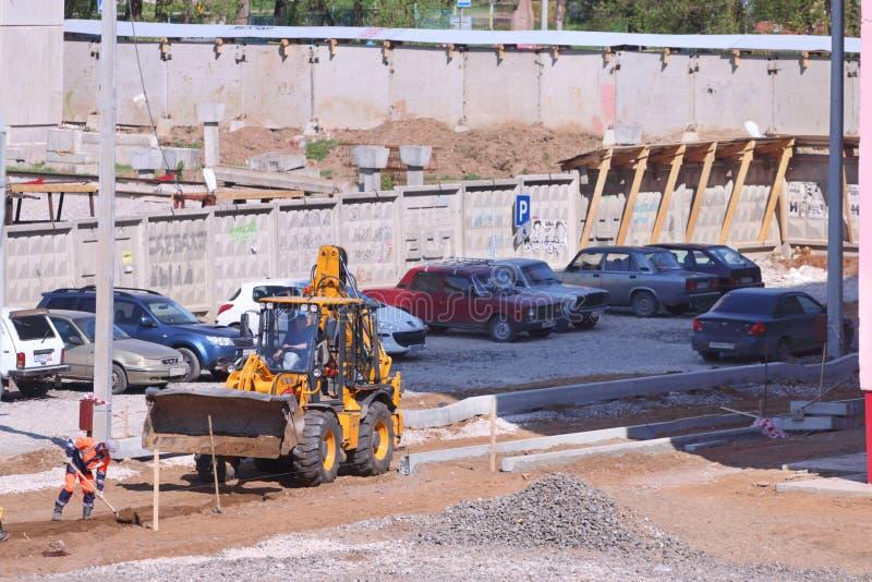Tracteur sur le chantier de construction photos libres de droits