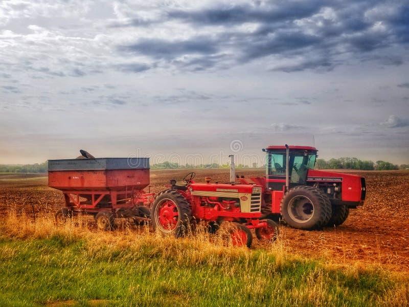 Tracteurs à la récolte images libres de droits