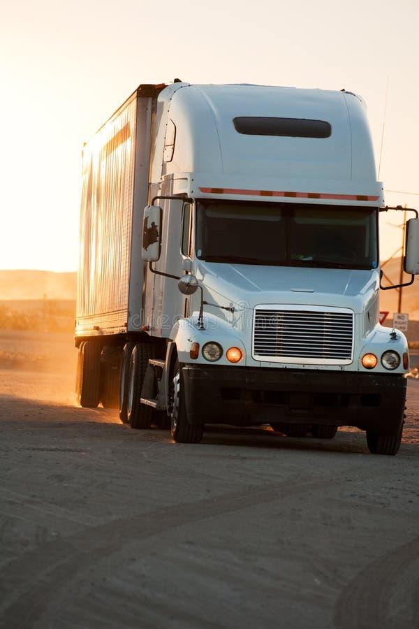Tractor-aanhangwagen royalty-vrije stock afbeeldingen