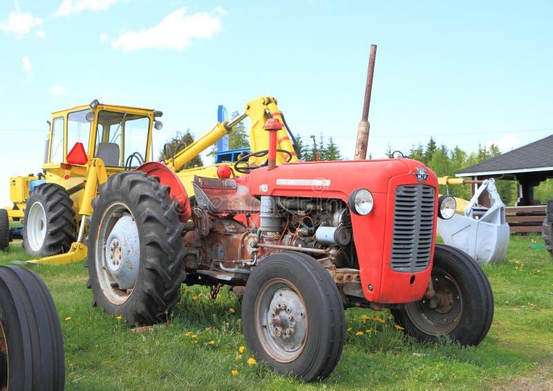 Tractor americano clásico: Massey Ferguson 35 fotografía de archivo