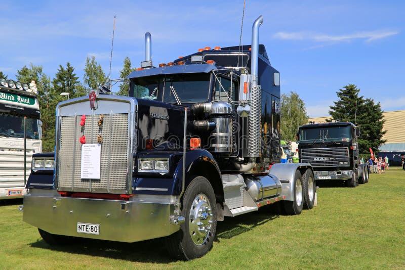 Tractor azul marino del camión de Kenworth W900 foto de archivo libre de regalías