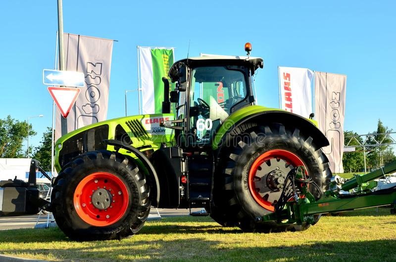 Tractor CLAAS AXION 950 tijdens de Internationale Handelsbeurs van Belagro 2019 stock afbeelding