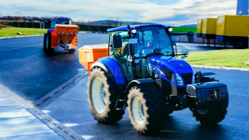tractor de auto voor reiniging van ijs stock fotografie