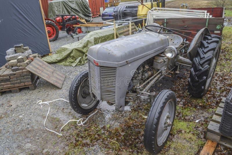 tractor 1947 de ferguson foto de archivo libre de regalías
