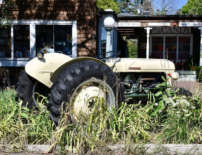 Tractor de Massey-Ferguson 35 imagenes de archivo
