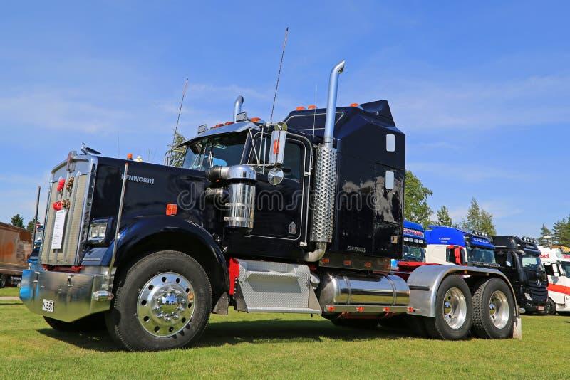 Tractor del camión de Kenworth W900 en una demostración fotografía de archivo libre de regalías