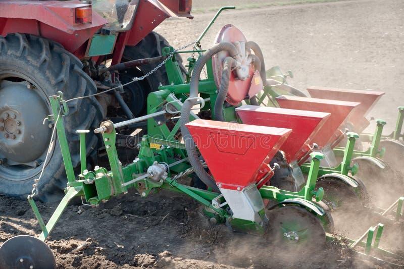 Tractor en zaaimachine stock fotografie