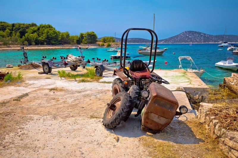 Tractor machacado por el mar en la isla Prvic fotografía de archivo libre de regalías