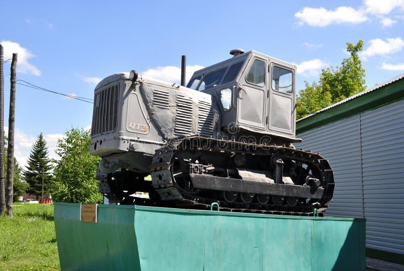 Tractor op een voetstuk stock foto