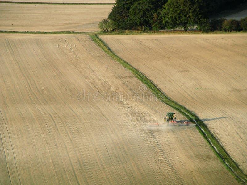 Tractor op het gebied stock foto's