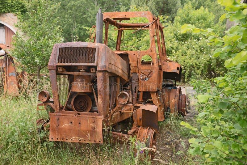 Tractor oxidado viejo del vintage fotografía de archivo libre de regalías