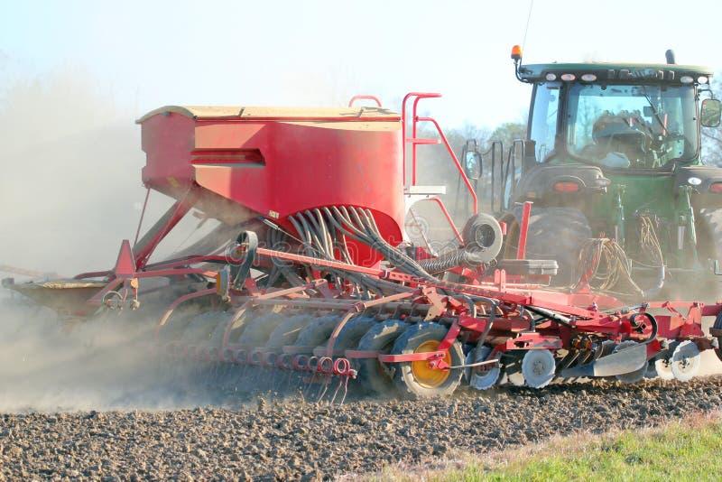 Tractor zaaiend of boorzaad. royalty-vrije stock foto's