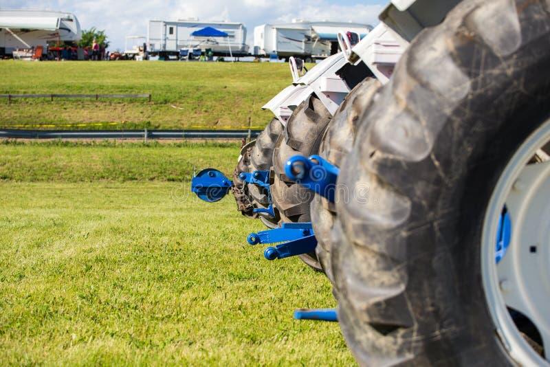 Tractoren in perspectief royalty-vrije stock foto
