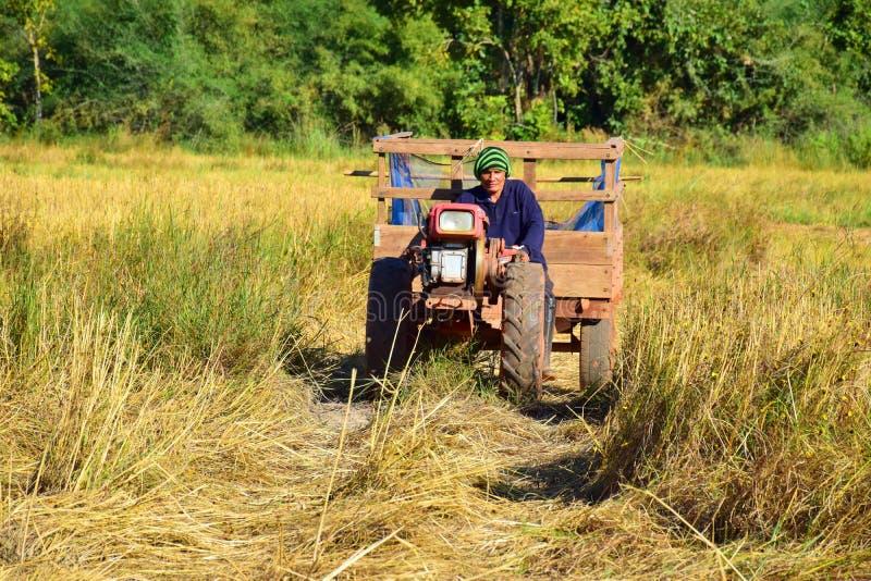 Tractoren, ploeg-bijgewoonde machines royalty-vrije stock foto's