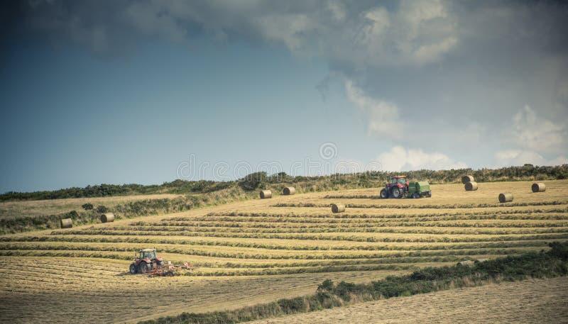 Tractores en el trabajo foto de archivo