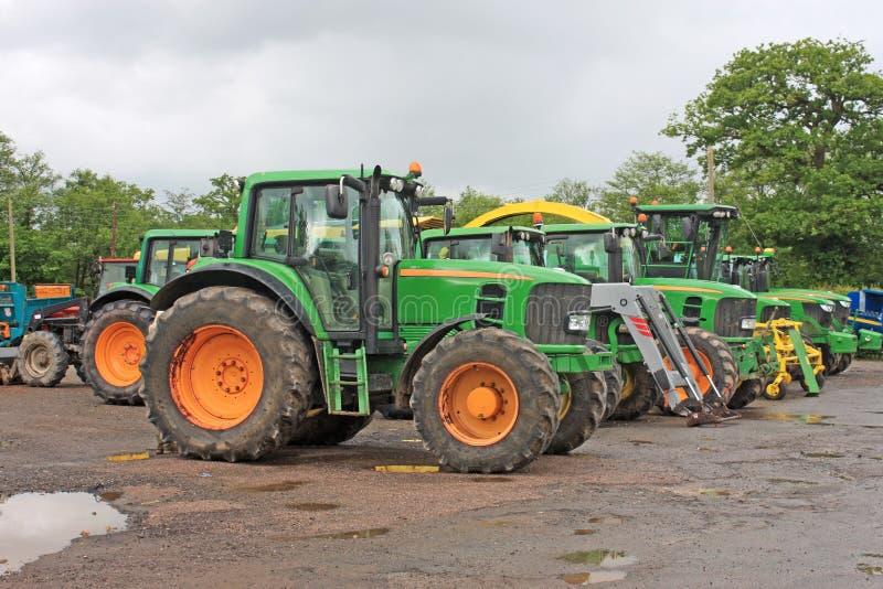 Tractores en una yarda fotos de archivo libres de regalías