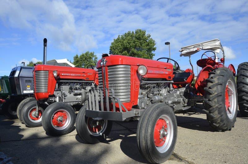 Tractores restaurados de Massey Ferguson imágenes de archivo libres de regalías