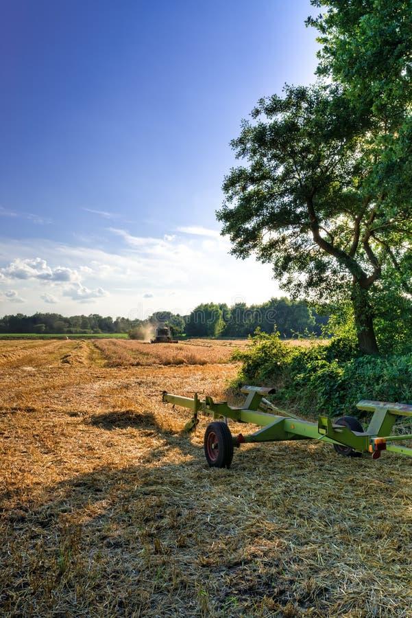 Download Tractores Y Cosecha - Vintage Foto de archivo - Imagen de agricultura, farming: 42445252