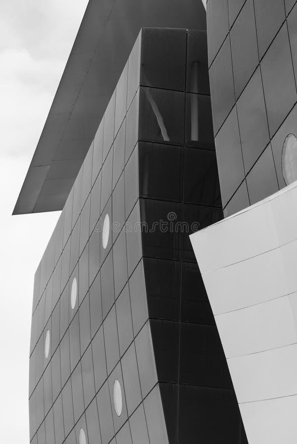 Tradate Ломбардия, Италия: современное здание стоковые фото