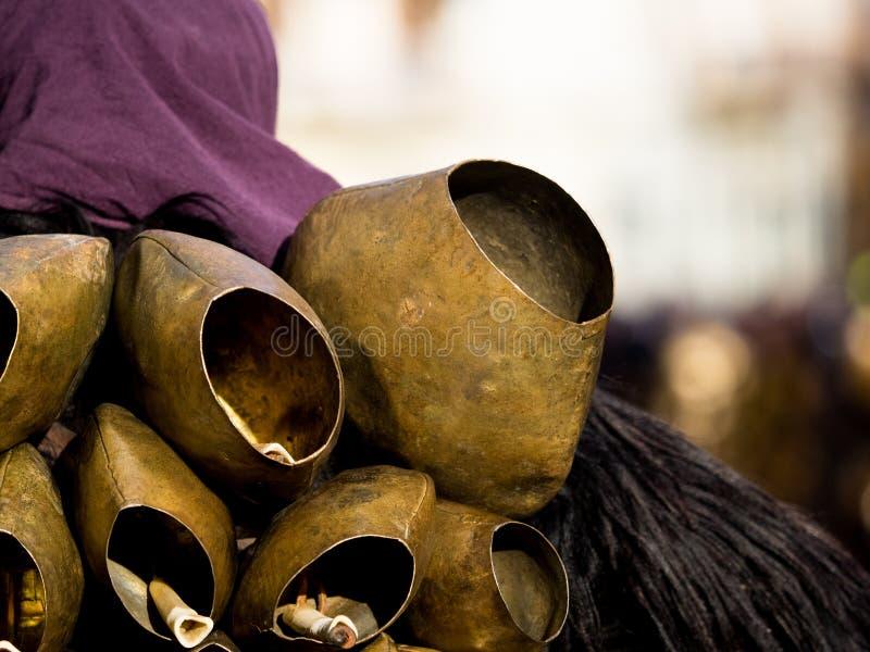 Tradición del carnaval de Cerdeña con Issohadores y la máscara de los mamuthones imagen de archivo
