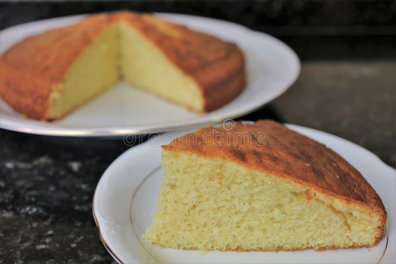 Tradicional dulce clásico de la torta de esponja fotografía de archivo libre de regalías