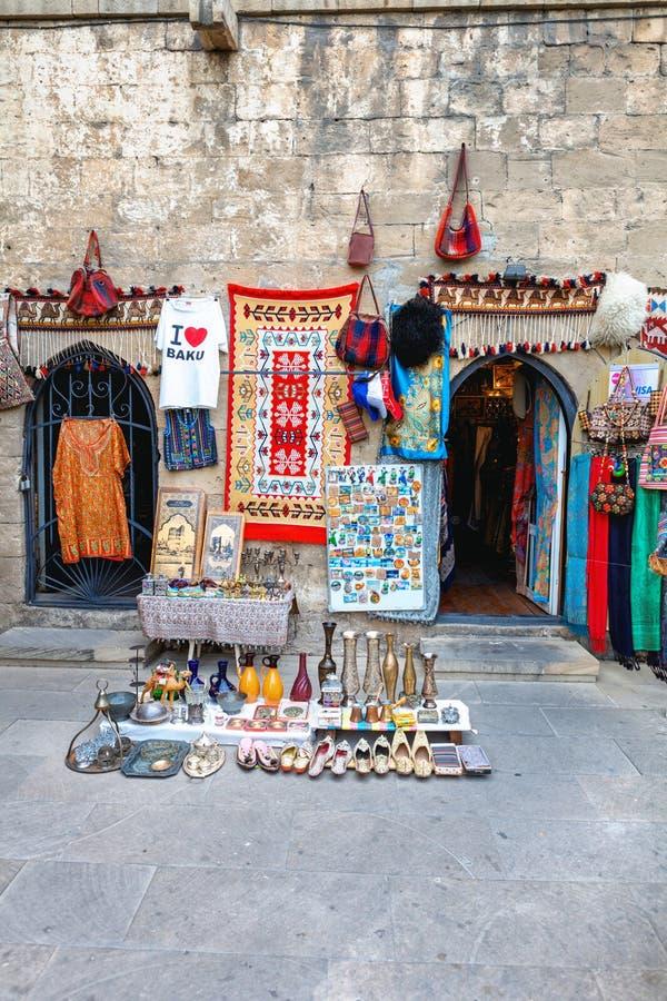 Tradional Azerbejdżańskie pamiątki w Baku starym mieście obrazy royalty free