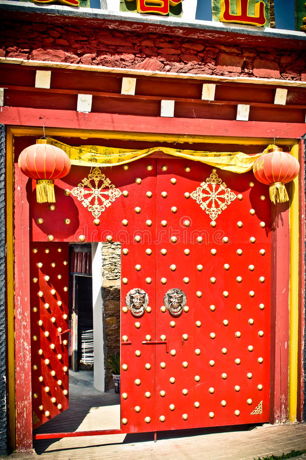 Tradional door of chines buidling in China stock photo