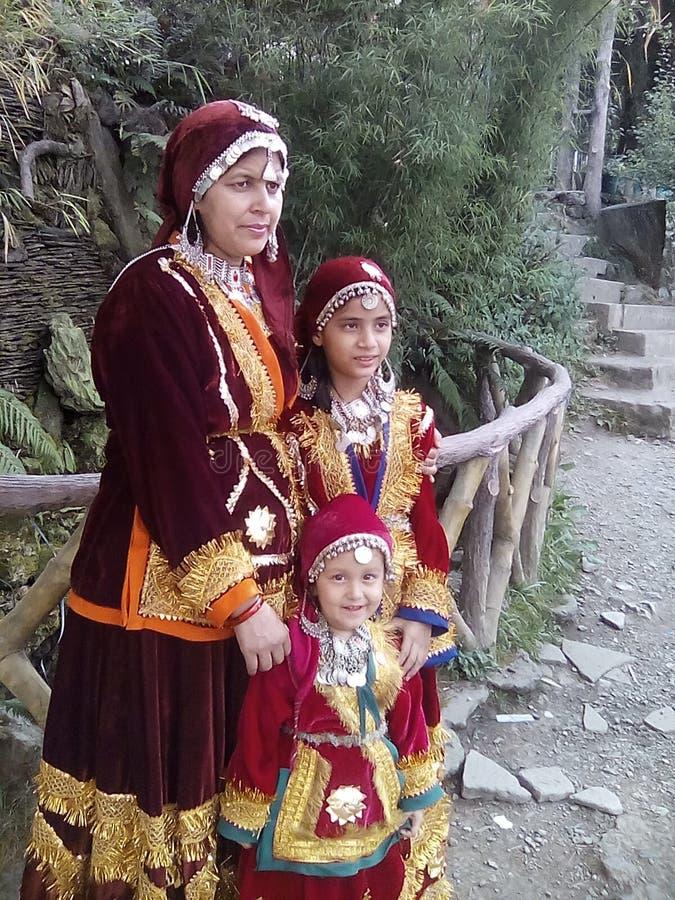 Tradional suknia Kashmir był ubranym pięknymi ludźmi fotografia royalty free