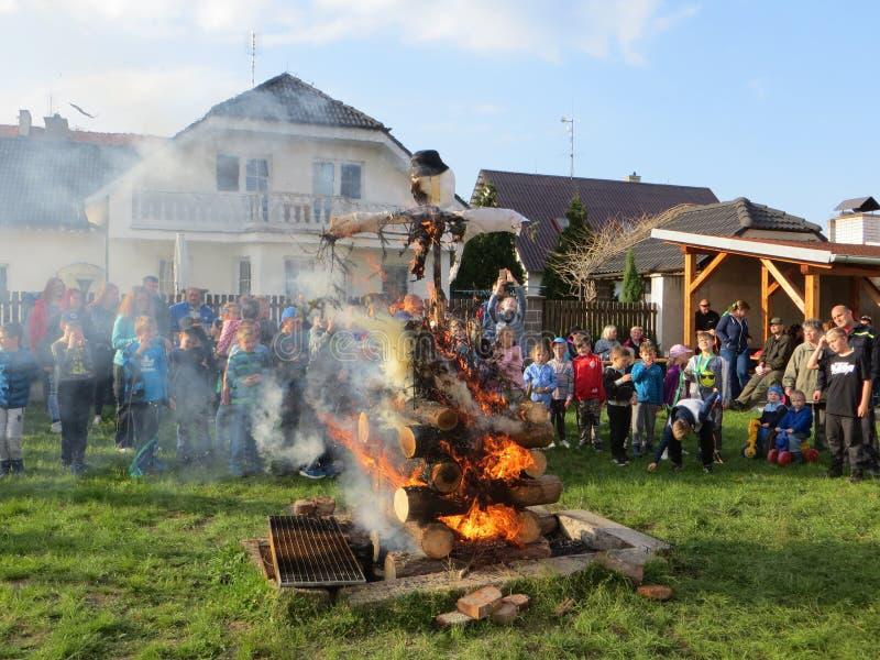Tradition brûlante de sorcières photos stock