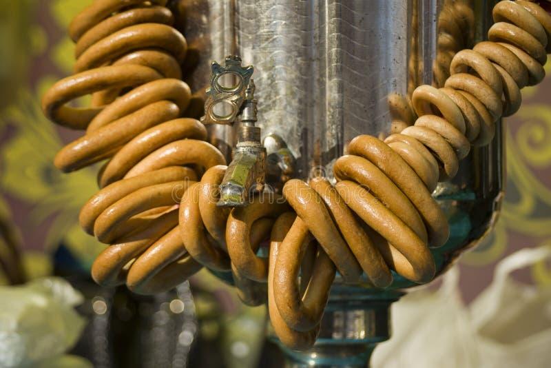 Tradition russe du boire de th? Samovar et th? Festins pour le th? en Russie photo stock