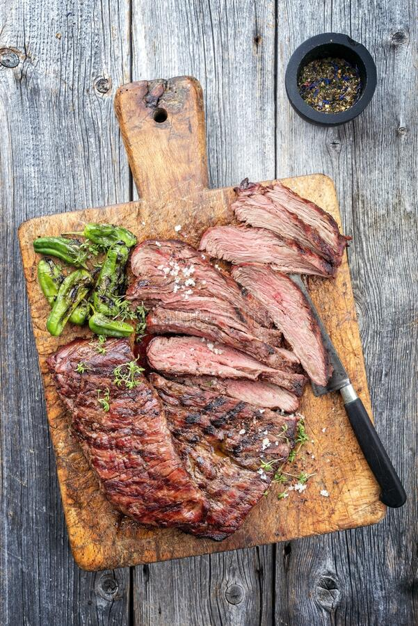Free Traditional American Barbecue Dry Aged Flank Steak Sliced And On A Rustic Wooden Board Royalty Free Stock Photography - 189971647