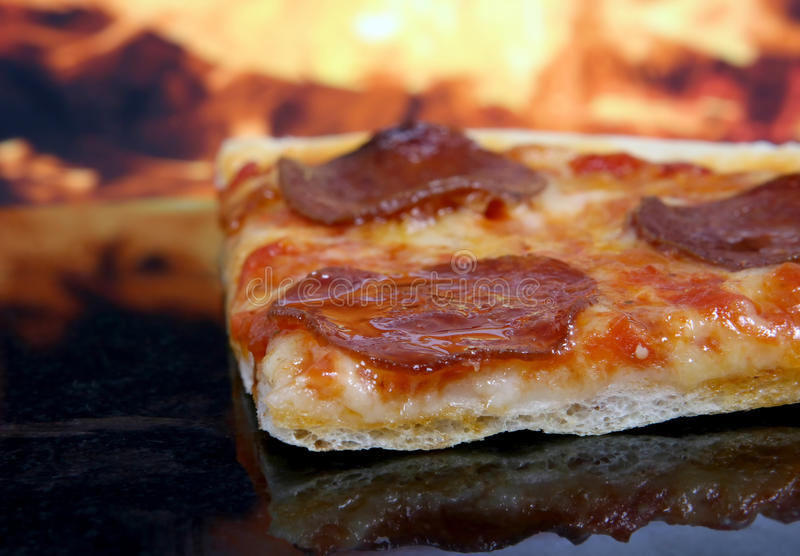 Traditional american/ italian cheese and pepperoni pizza royalty free stock images