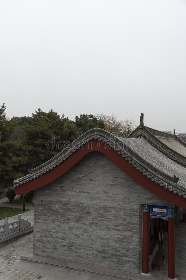Traditional chinese building at the Goose Pagoda temple complex - Imagen royalty free stock photography