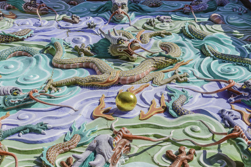 Download Traditional Chinese Symbolic Dragon Sculpture Stock Image - Image: 33459145