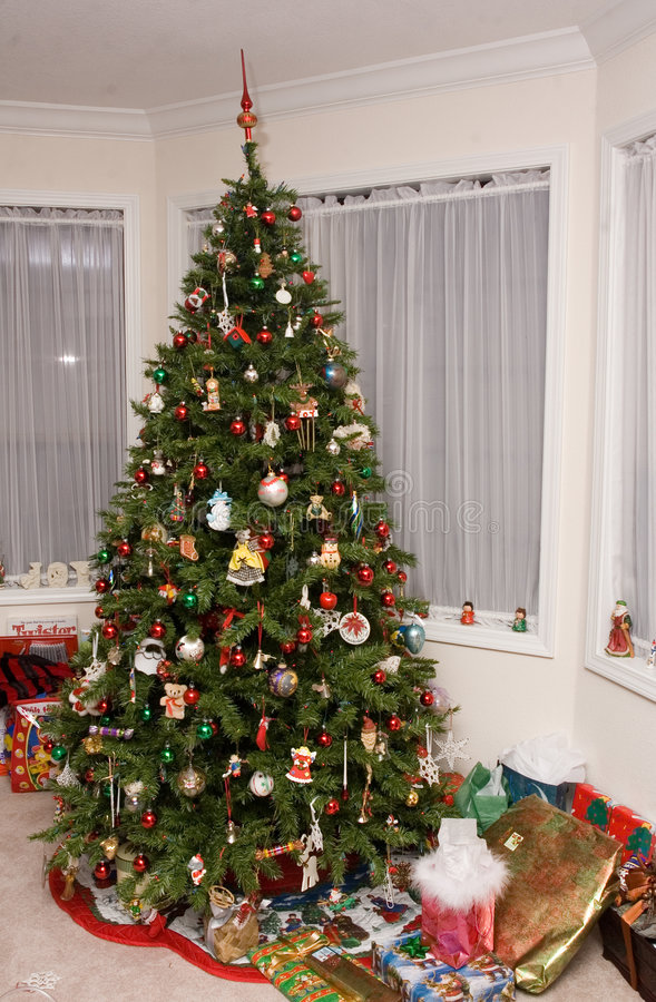 Free Traditional Christmas Tree Stock Image - 2798301